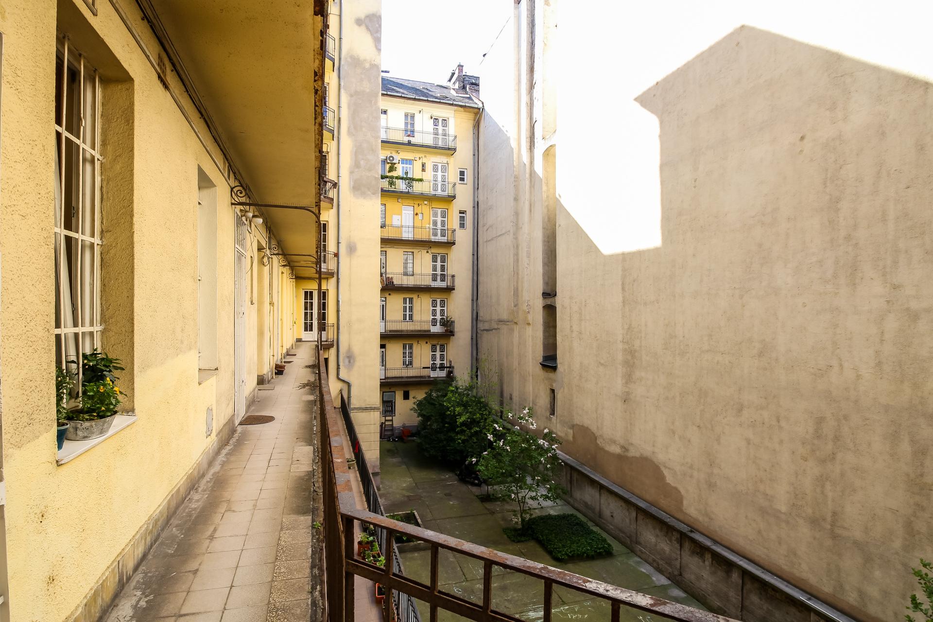 District 7, Damjanich utca 40