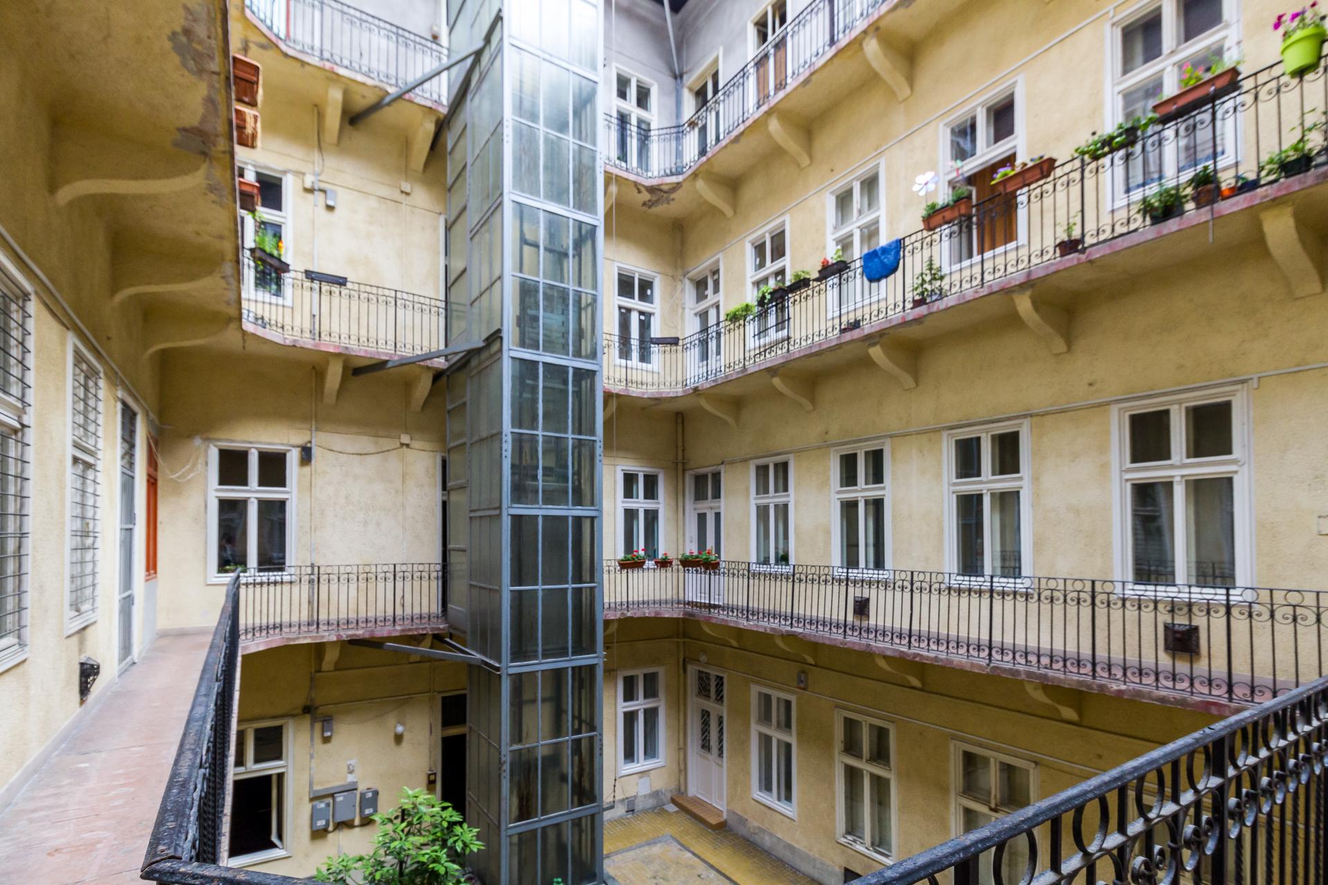 District 5, Kálmán Imre utca 23