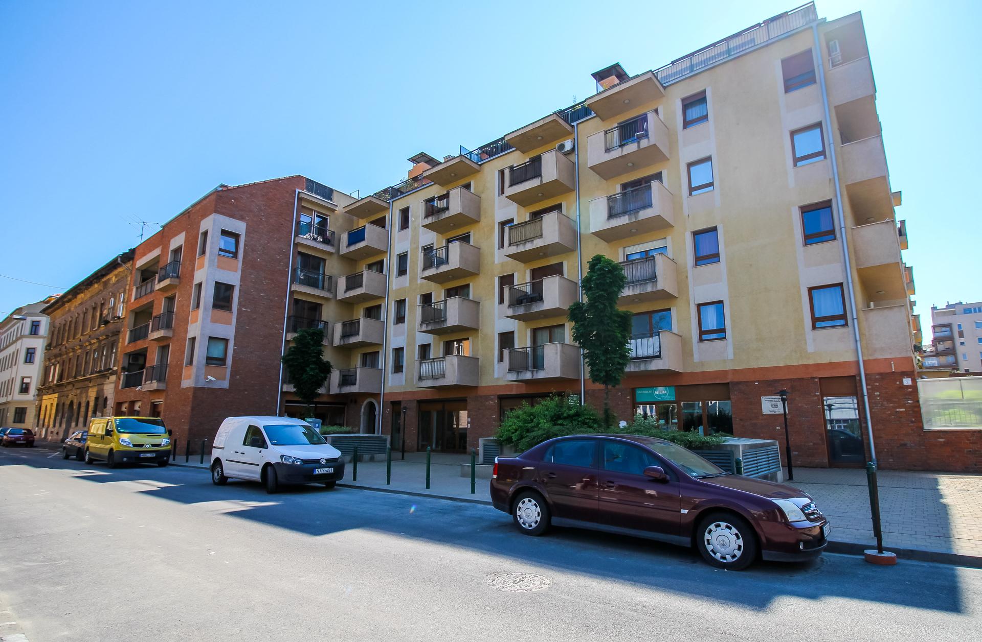 District 9, Lenhossék utca 3