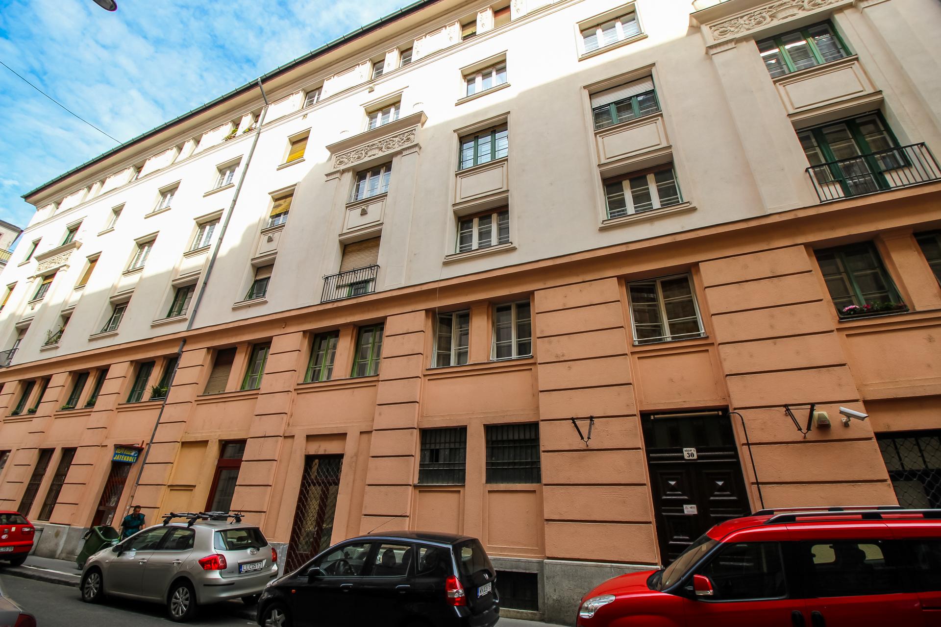 District 9, Ráday utca 30