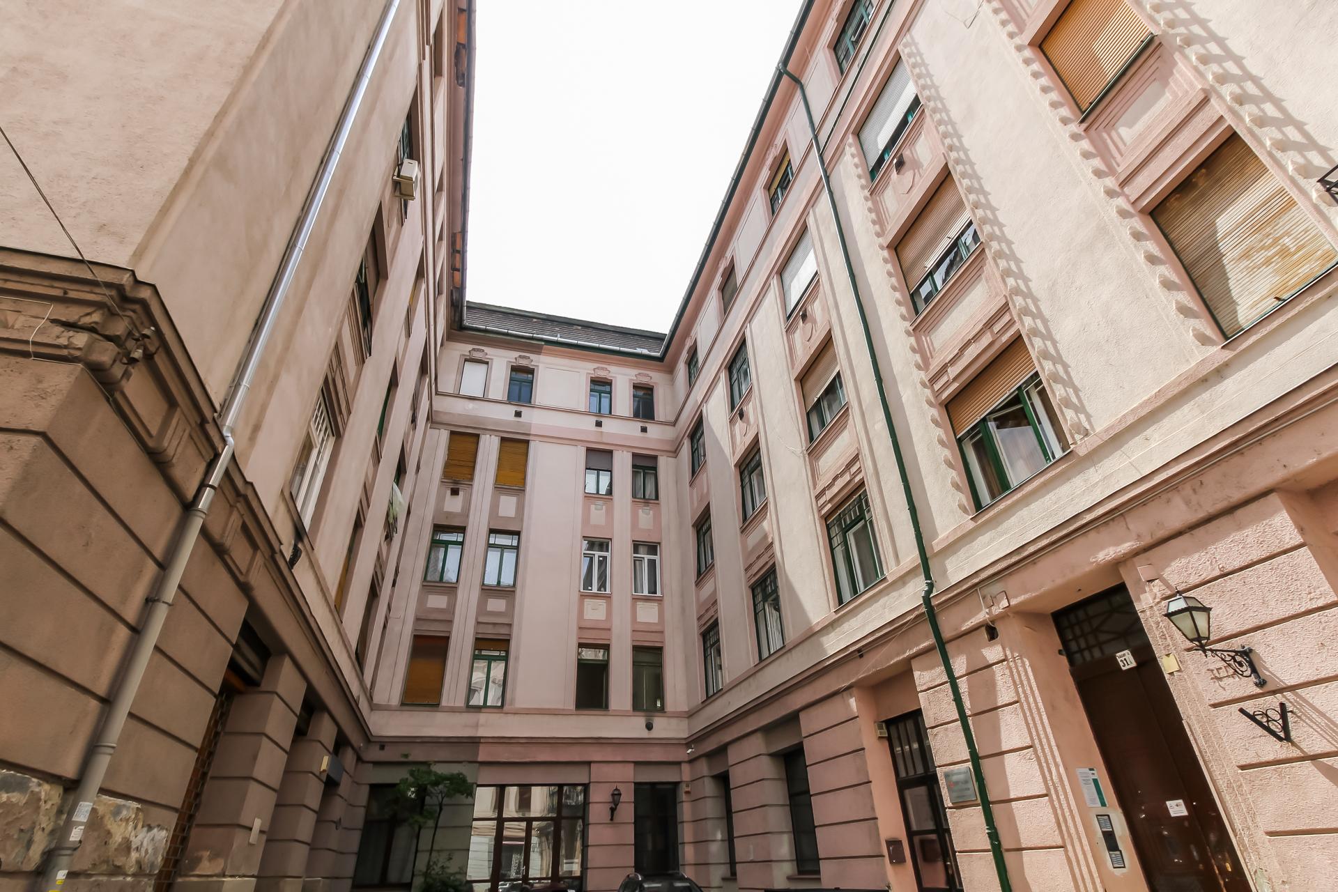 District 9, Ráday utca 31
