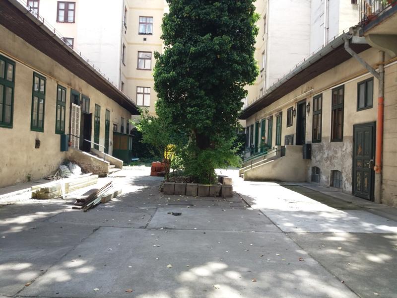 District 7, Dembinszky utca 21
