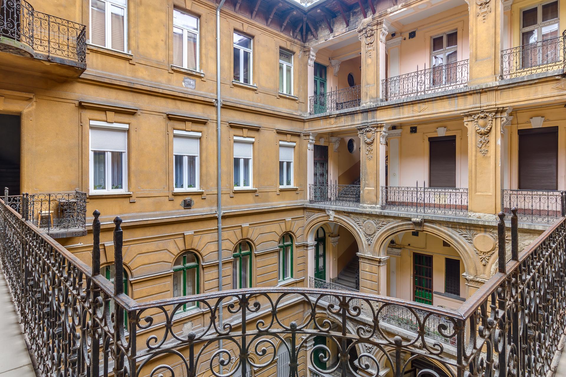 District 6, Podmaniczky utca 49