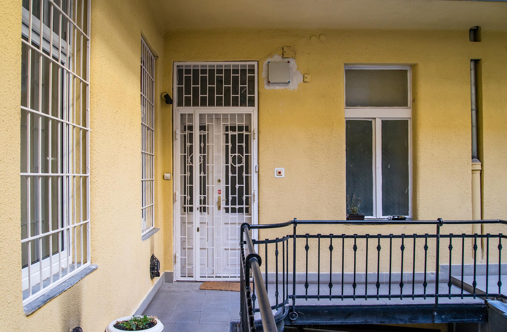 District 5, Arany János utca 9.