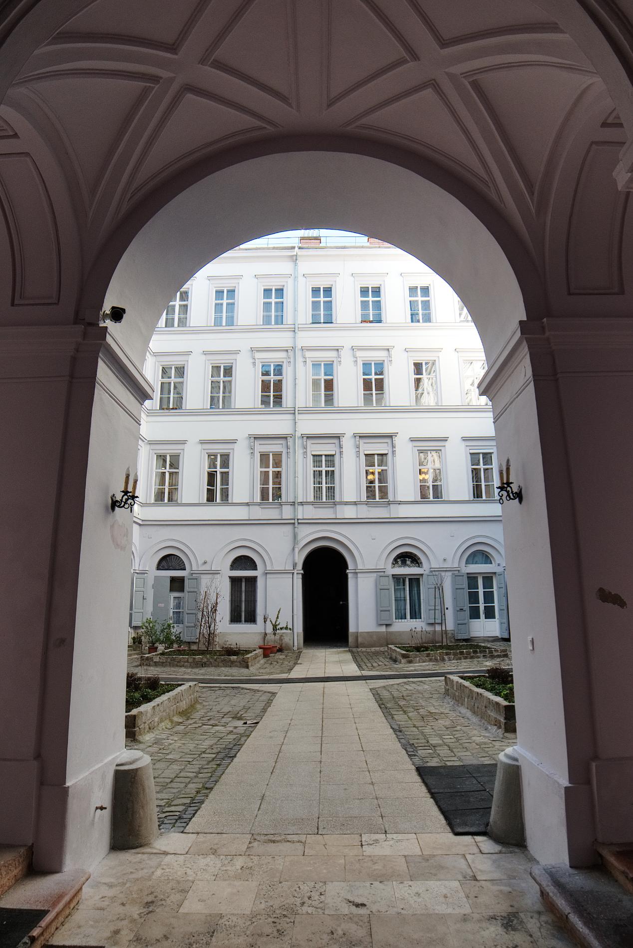 District 5, Bajcsy-Zsilinszky út 16