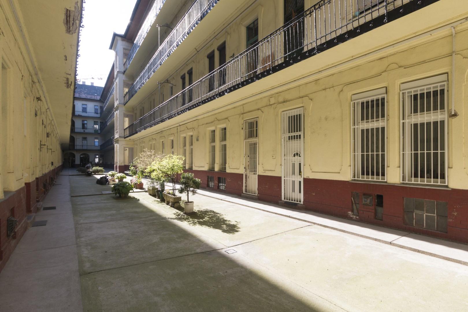 District 9, Ráday utca 54.