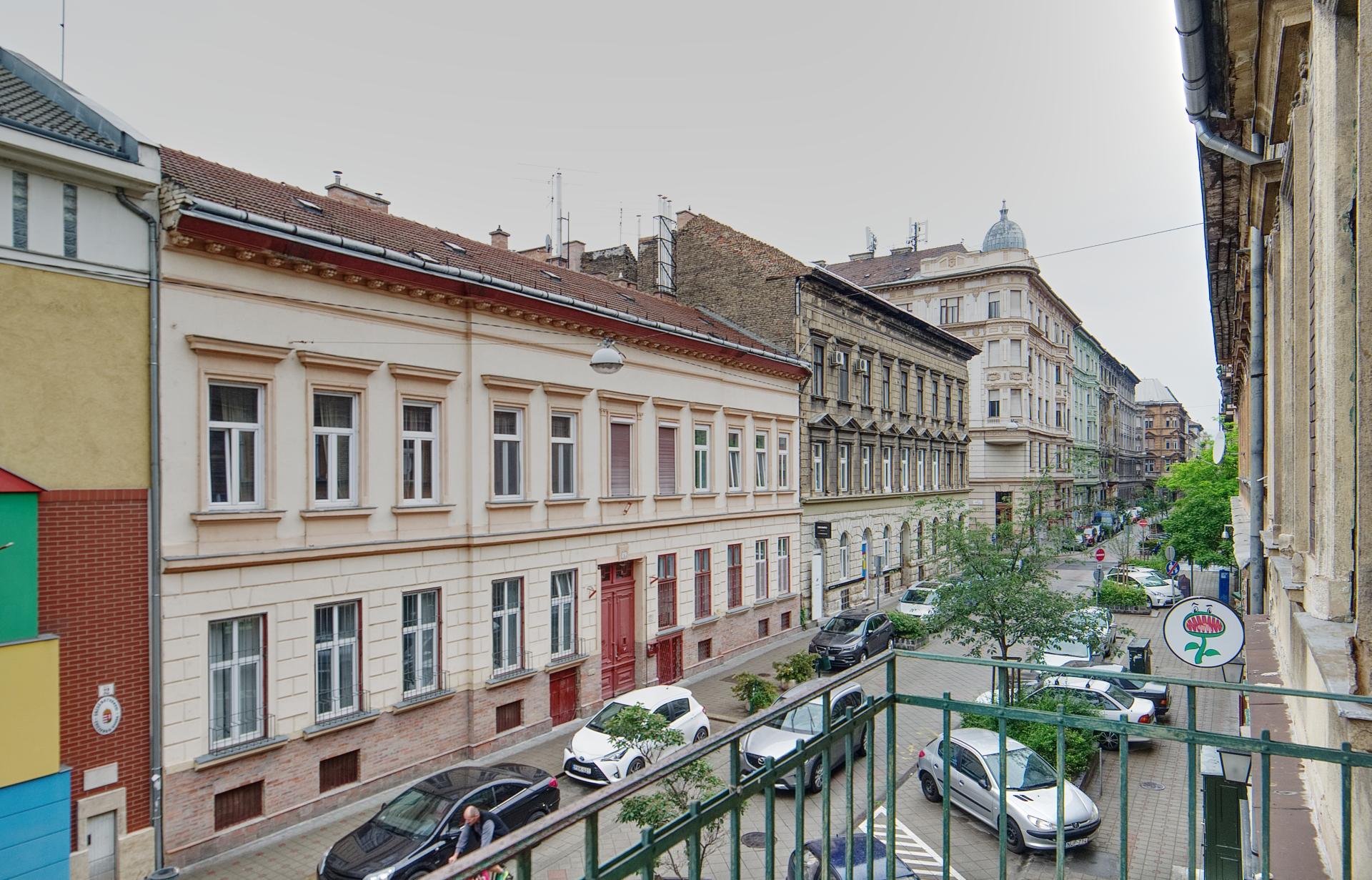 District 7, Rózsa utca 37.