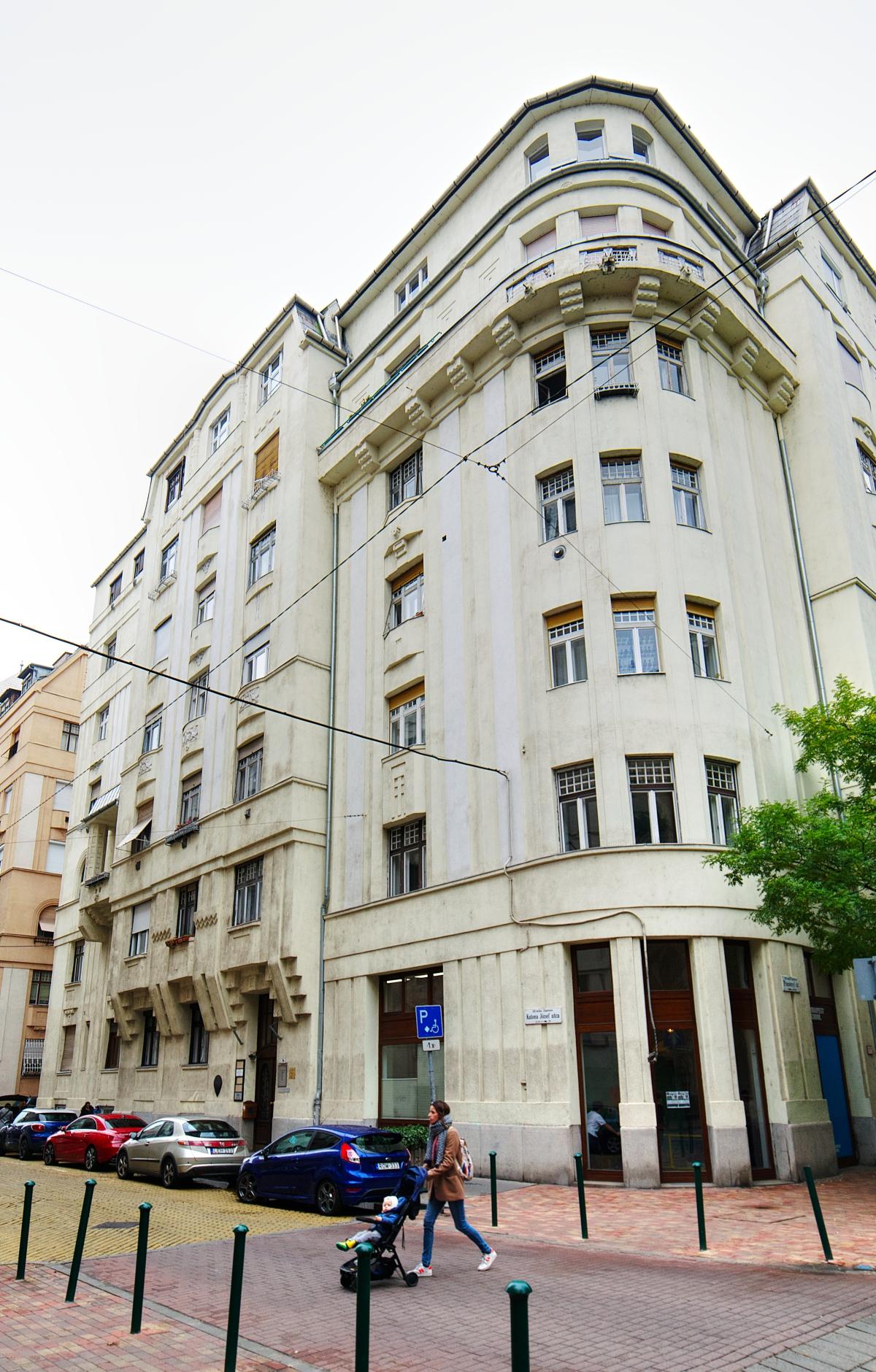 District 13, Katona József utca 39