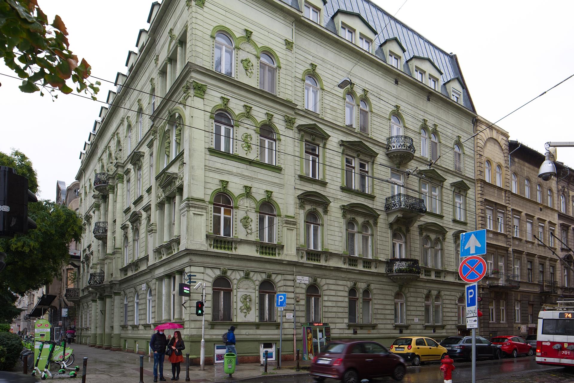 District 7, Dózsa György út 66